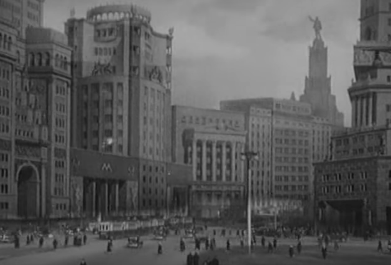 A Visual Construct of the Socialist City in Soviet Cinema of the 1930s through the 1950s