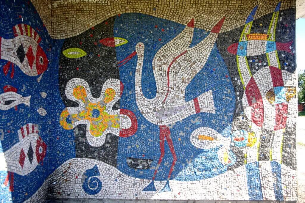 Оберніться! Мистецтво за спиною: мозаїка автобусних зупинок