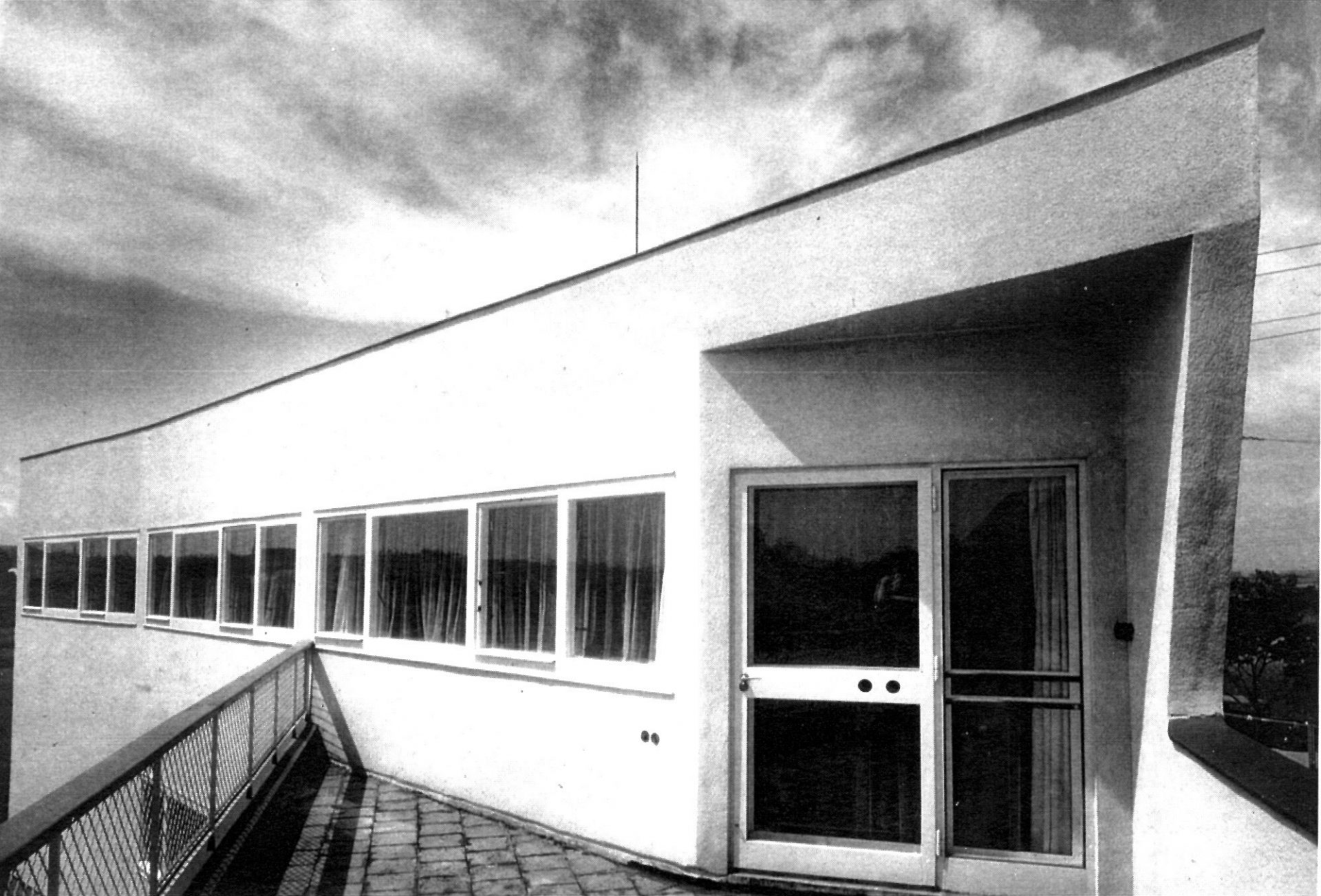 Expecting (from) Architecture: Modernist Projects in Czechoslovakia, 1918-1939