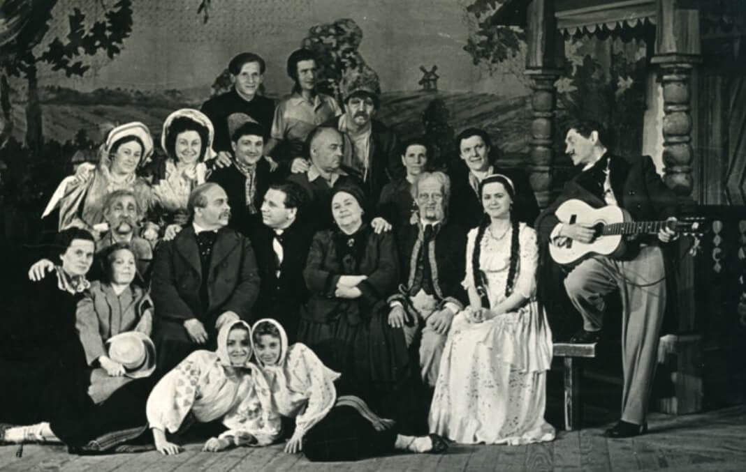 (Пере)творення розповіді: усна історія в академії та в театрі