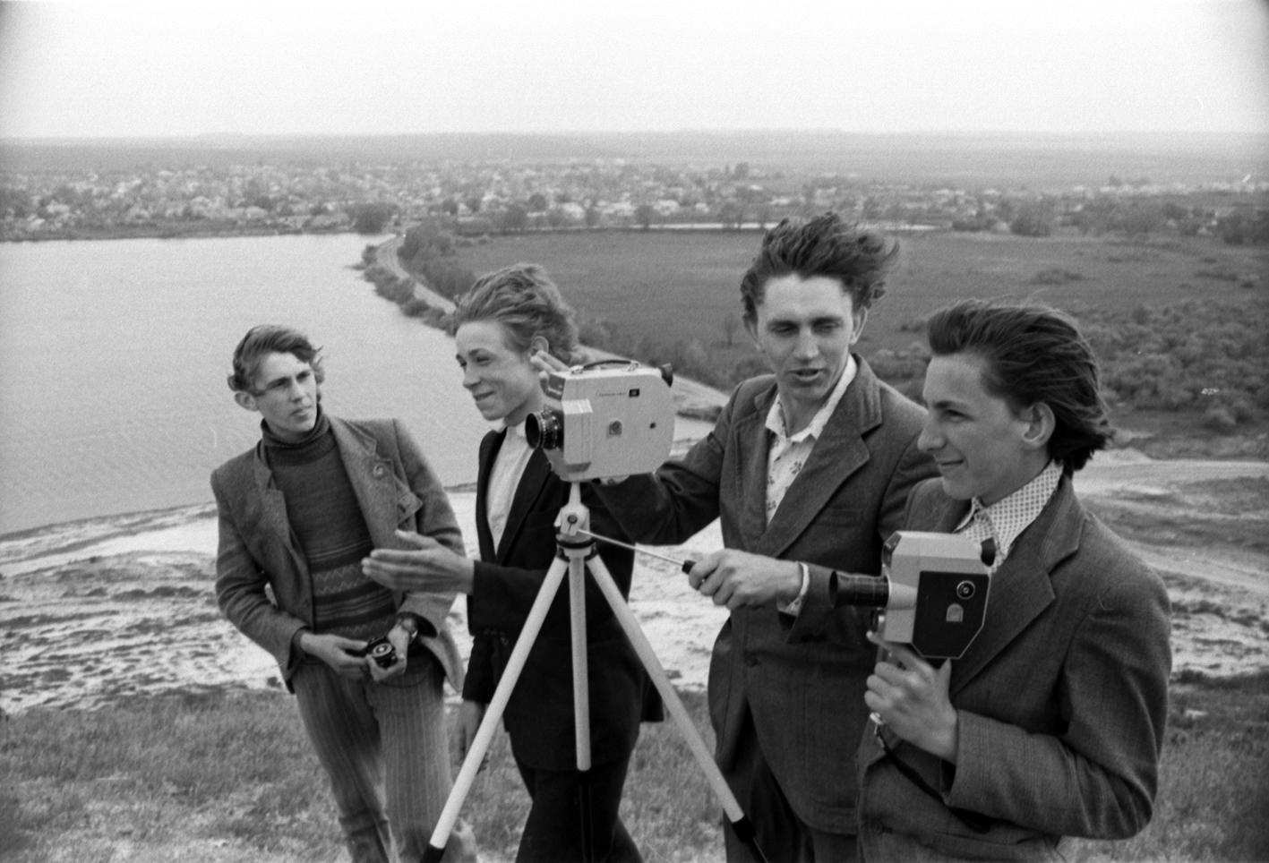 Суспільство з кіноапаратом: історії візуальних режимів та практик творення в Україні